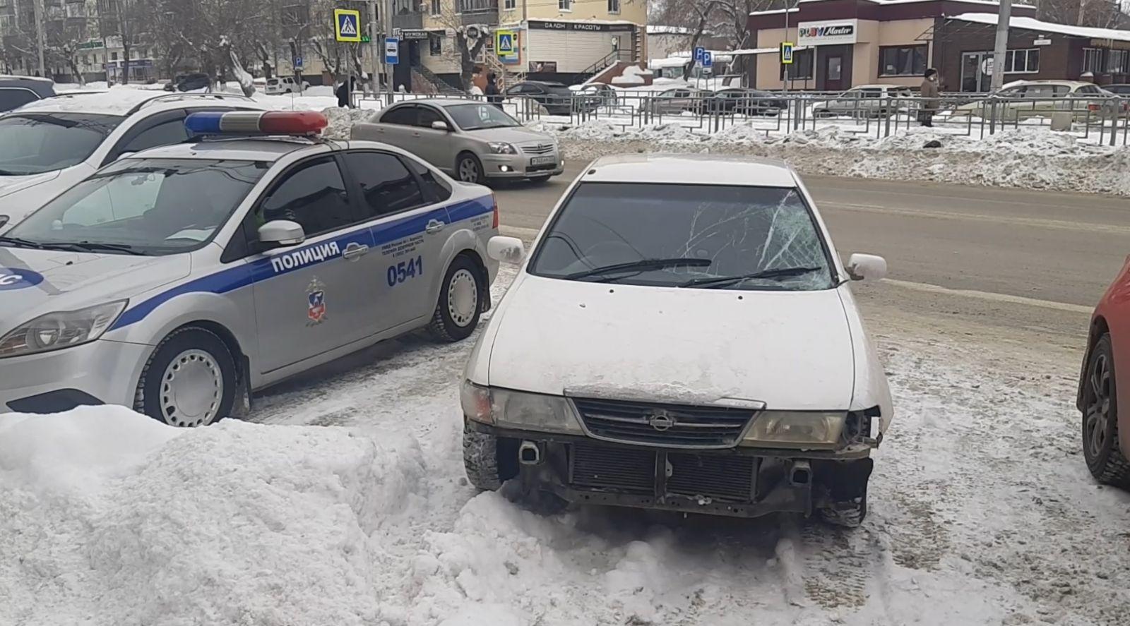 В Барнауле водитель иномарки сбил двух взрослых ребенка пешеходном переходе