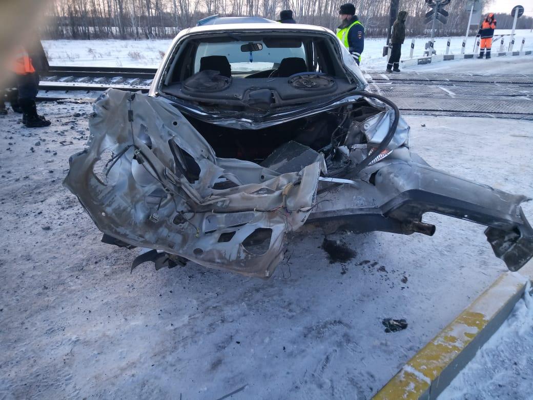 В Алтайском крае локомотив протаранил легковой автомобиль железнодорожном переезде
