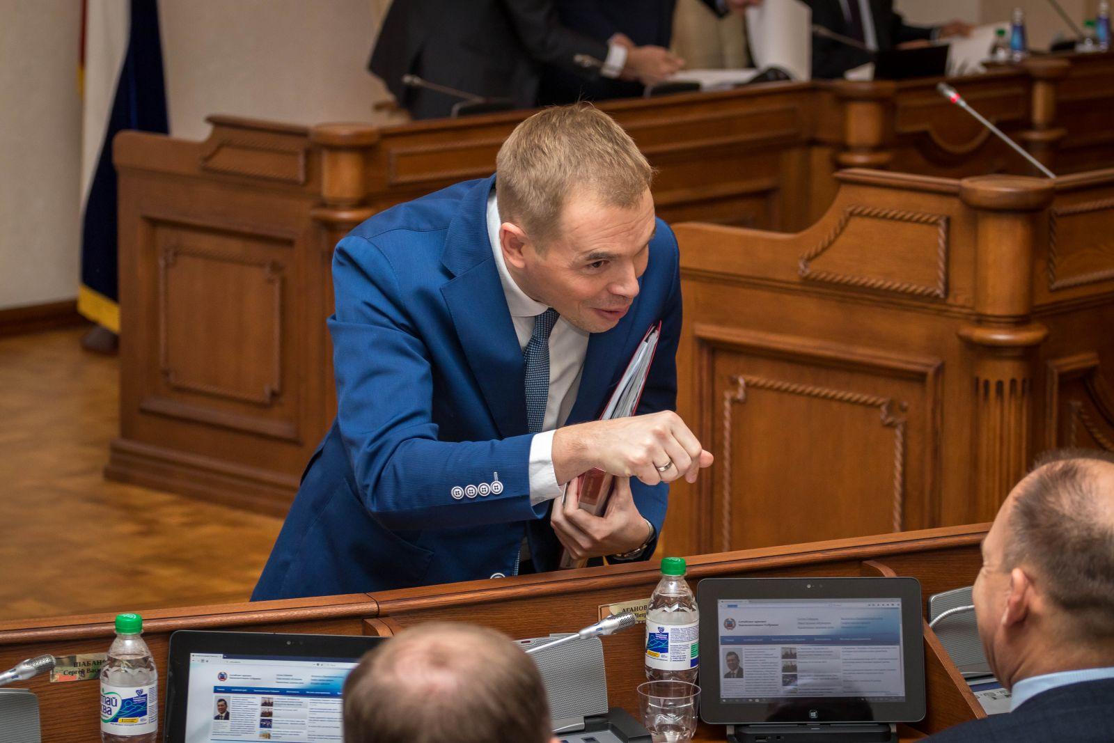 Депутаты Алтайского Заксобрания пылу споров вейпах своих зарплатах обделили вниманием краевой бюджет