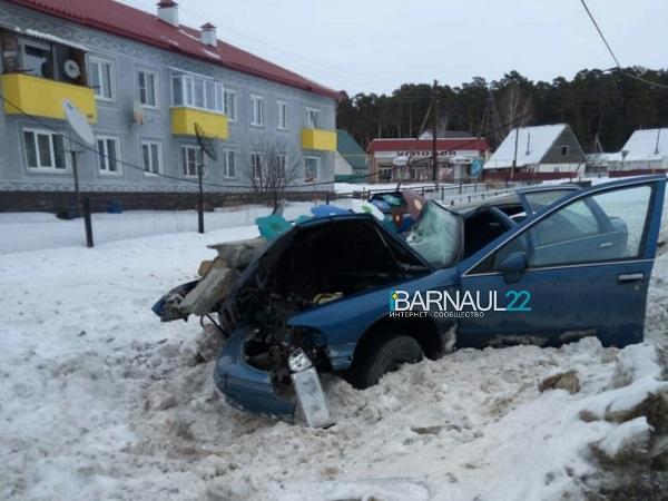 Каприз фортуны двое мужчин чудом остались живы после столкновения авто столбом Алтае