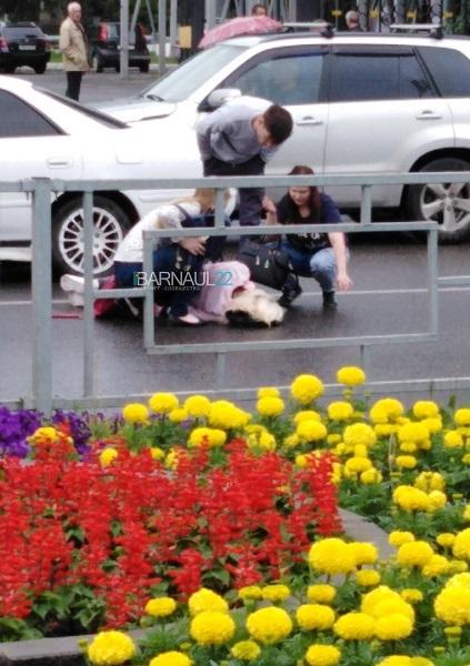 В Барнауле лихач Mark сбил двух девушек пешеходном переходе