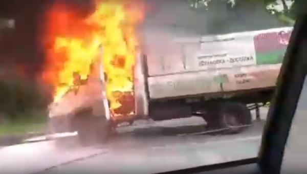 На Павловском тракте Барнауле загорелась грузовая ГАЗель
