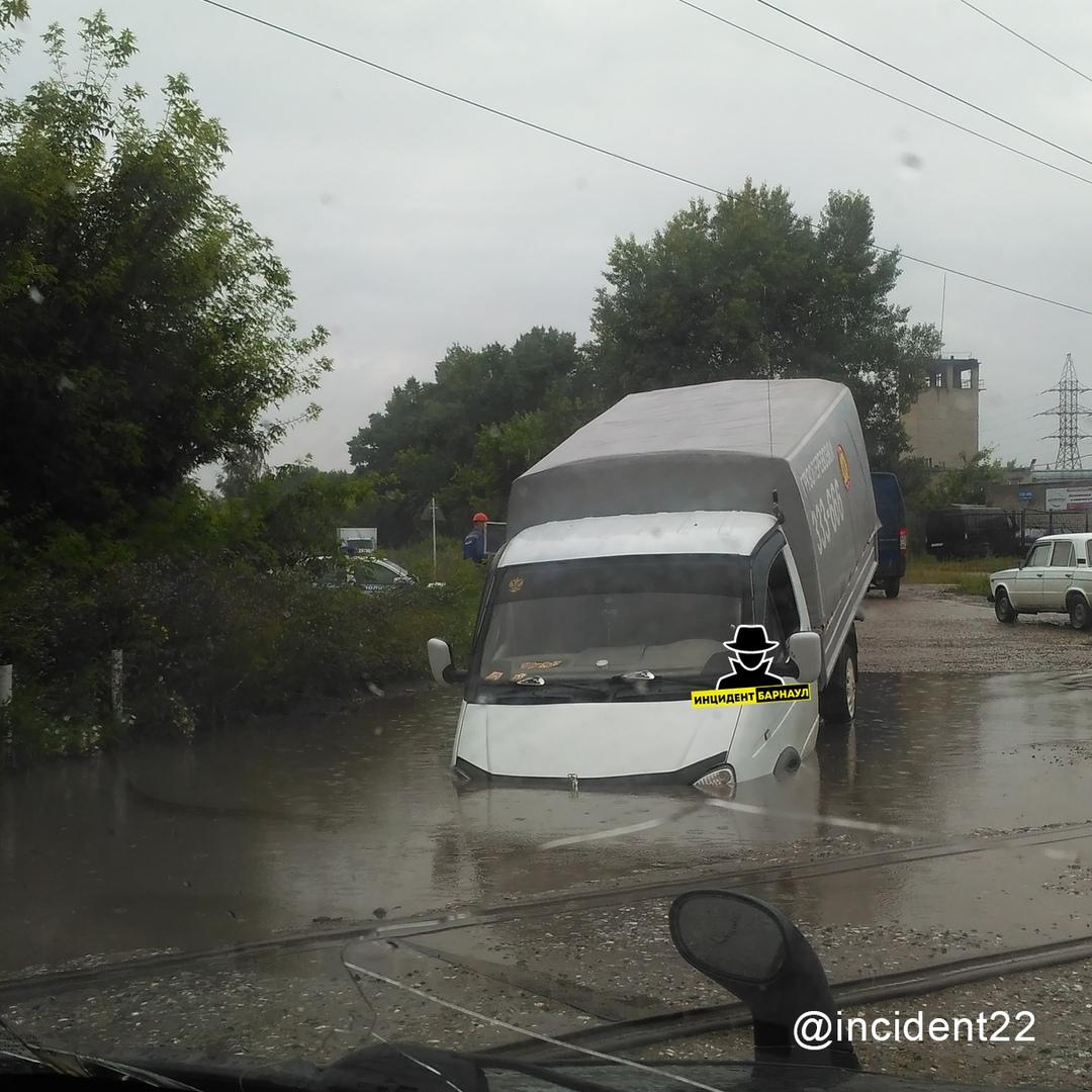 Нащупал водитель ГАЗели нашел скрытый водой вход барнаульское метро