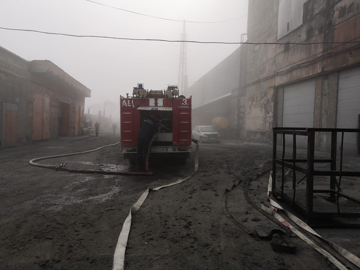 На складах кризисного Алтайского шинного комбината произошел очередной пожар