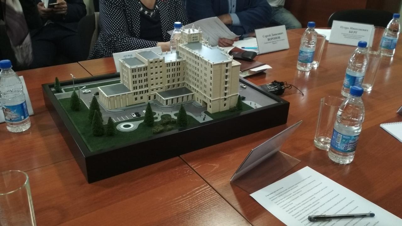 Несговорчивый инвестор показал общественности макет будущей гостиницы барнаульском сквере