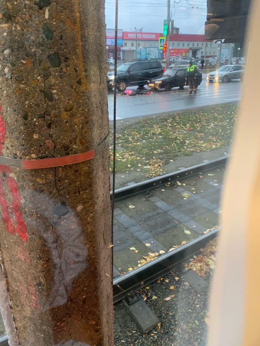 В Барнауле водитель иномарки насмерть сбил человека пешеходном переходе обновлено