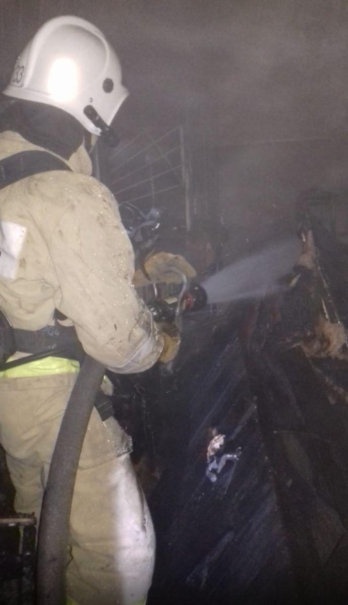 Спасателям пришлось эвакуировать жильцов многоквартирного дома Рубцовске из-за пожара