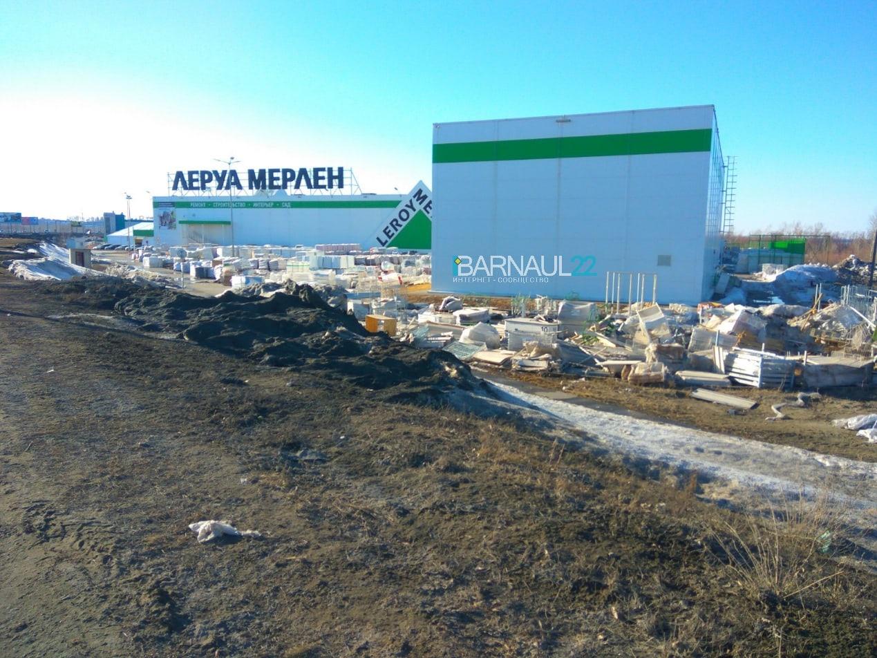 Барнаульцы возмутились складом строительного мусора стен гипермаркета Леруа Мерлен берегу Оби