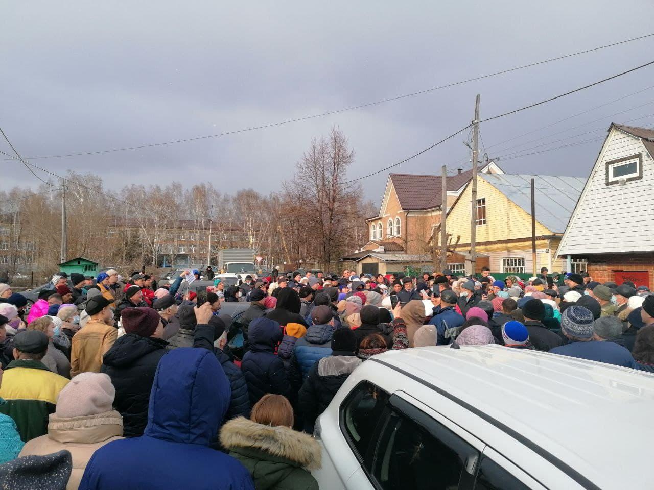 Жители частного сектора Барнаула вышли массовую акцию из-за противоречивых сведений новом статусе земли