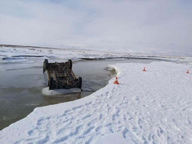 Семейная пара погибла попытке пересечь автомобиле алтайскую реку