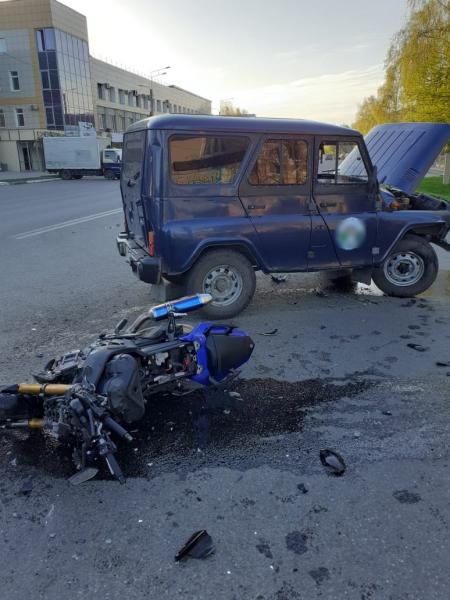 В Горно-Алтайске молодой байкер погиб после столкновения УАЗом перекрестке