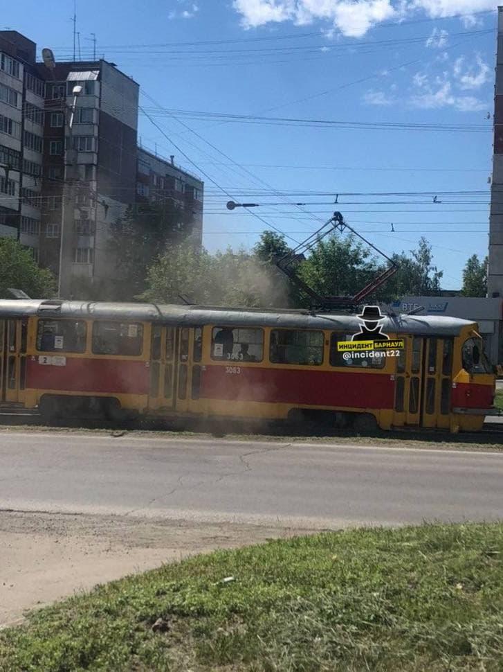 В Барнауле трамвай сошел рельсов из-за температуры
