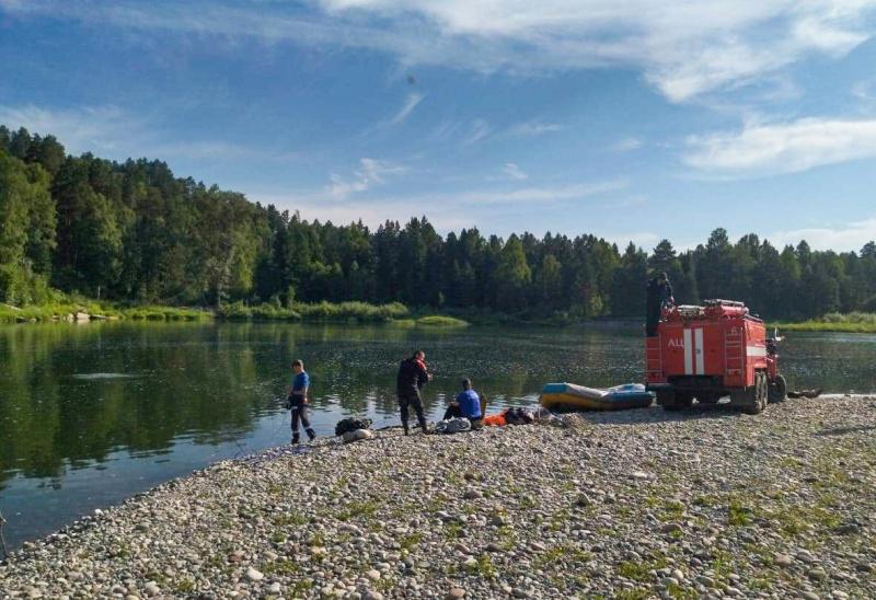 В Турочакском районе водолазы достали воды тела утонувших рыбаков
