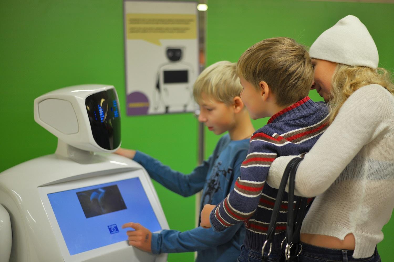 В Барнауле фестиваль роботов вернул детство несколько тысяч взрослых