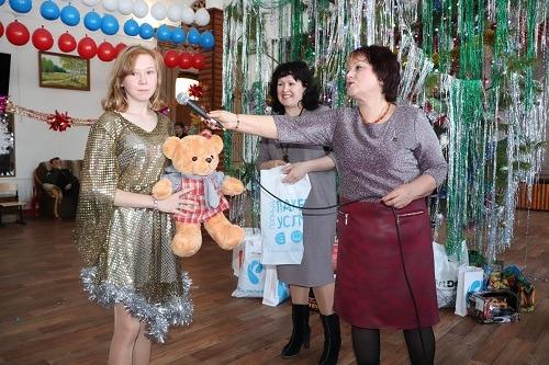 Ростелеком вручил алтайским детям подарки Деда Мороза