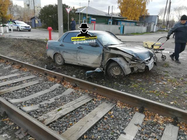 В Барнауле пьяный водитель прав протаранил встречный автомобиль попытке сбежать полиции