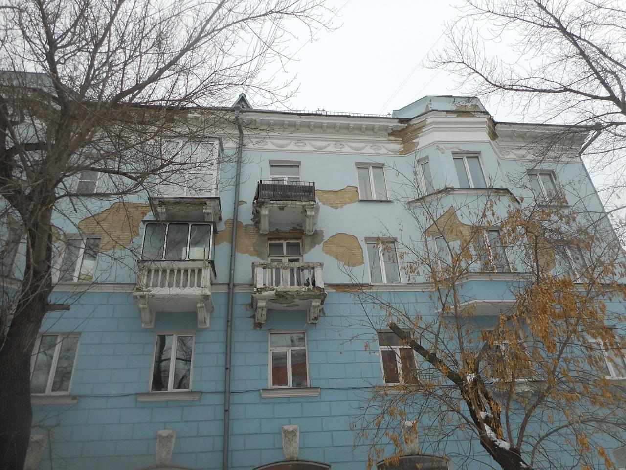 Осыпающемуся уголку Петербурга центре Барнаула обещают капремонт только через лет