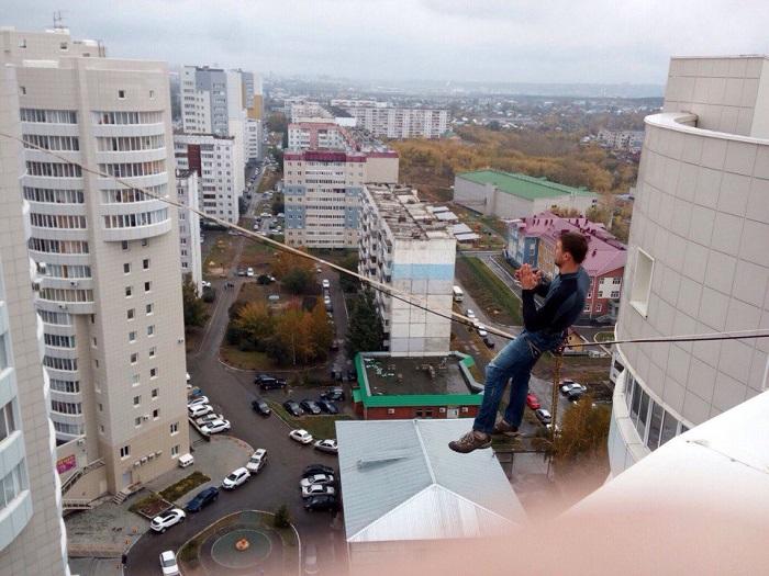 Гражданин Барнаула прошел понатянутой между крышами 2-х 16-этажек стропе— Шок