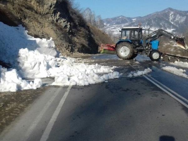 Лавины сошли надороги в 2-х районах Горного Алтая