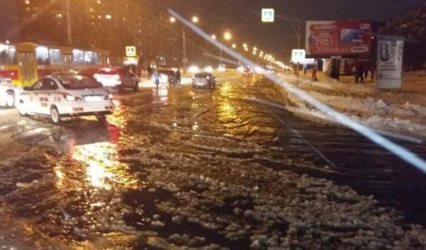 ВБарнауле затопило улицу Юрина из-за коммунальной трагедии