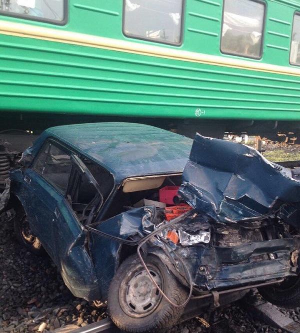 Легковушка столкнулась с 2-мя поездами вАлтайском крае