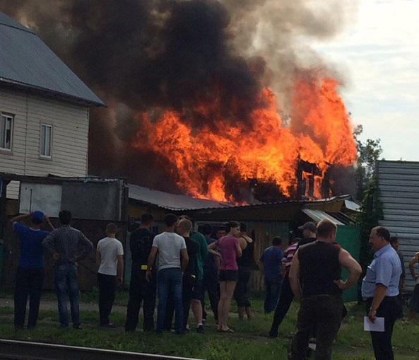 Из-за крупного пожара вБарнауле перекрыли пр.Строителей