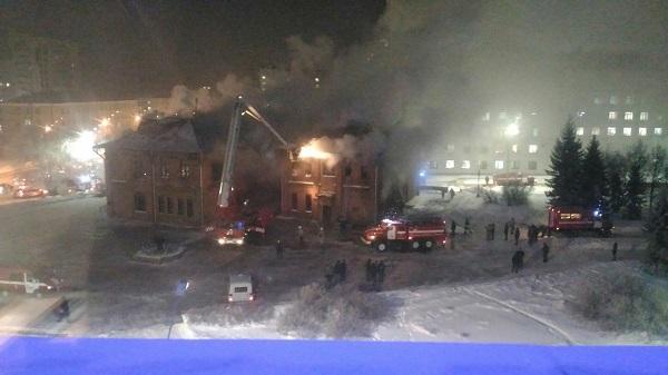 Пожарные справились с огнём в«Доме афганцев» вцентре Барнаула