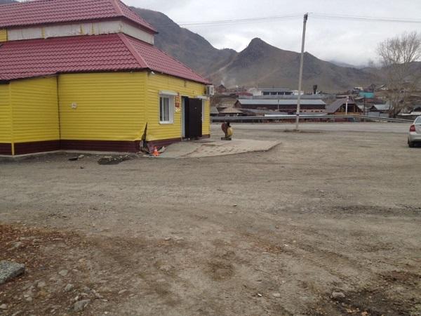 На Алтае предрассветные женские автогонки закончились сносом сельского магазина