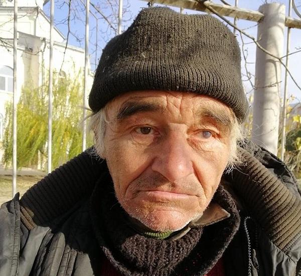 Просивший милостыню Украине пенсионер Алтайского края вернулся домой благодаря пожертвованиям