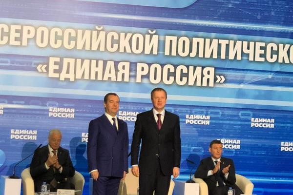 Первым делом партбилеты Дмитрий Медведев включил губернатора Алтайского края генсовет Единой России