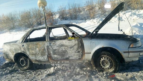 Клиенты барнаульской службы такси выбросили водителя машины скрылись
