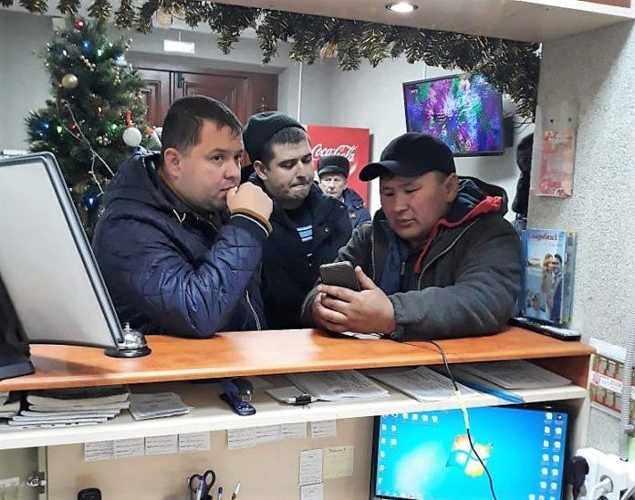 Автобус гражданами Монголии сломался алтайской трассе тридцатиградусный мороз