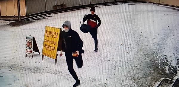 Бийские подростки после кражи киоске случайно оставили владельцу фото память