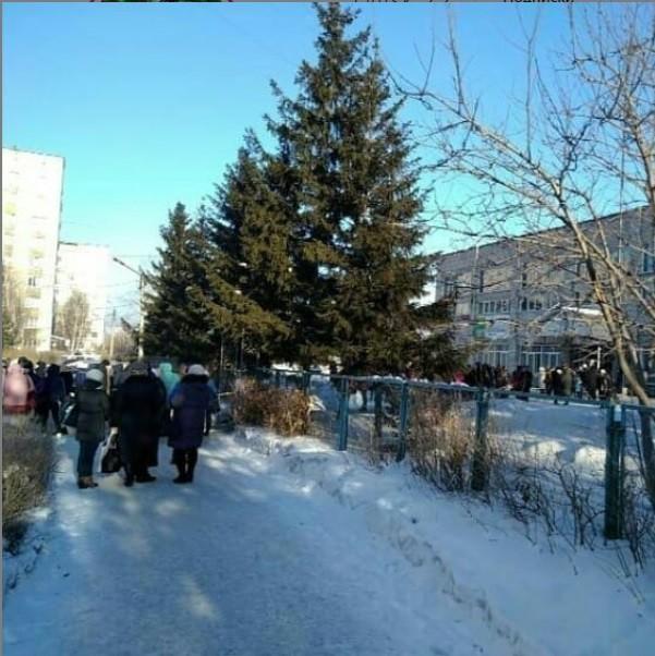 Административные здания и больницы Алтайском крае могут эвакуировать из-за сообщений взрывчатке