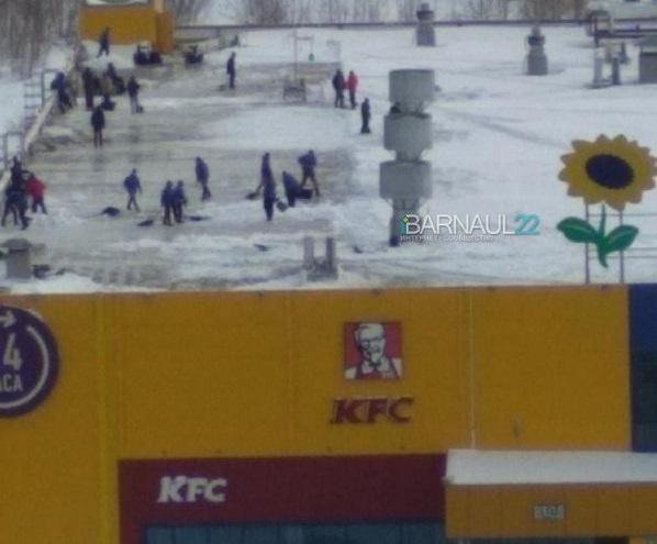 Барнаульцы сомневаются безопасности открывшегося после простоя гипермаркета Лента