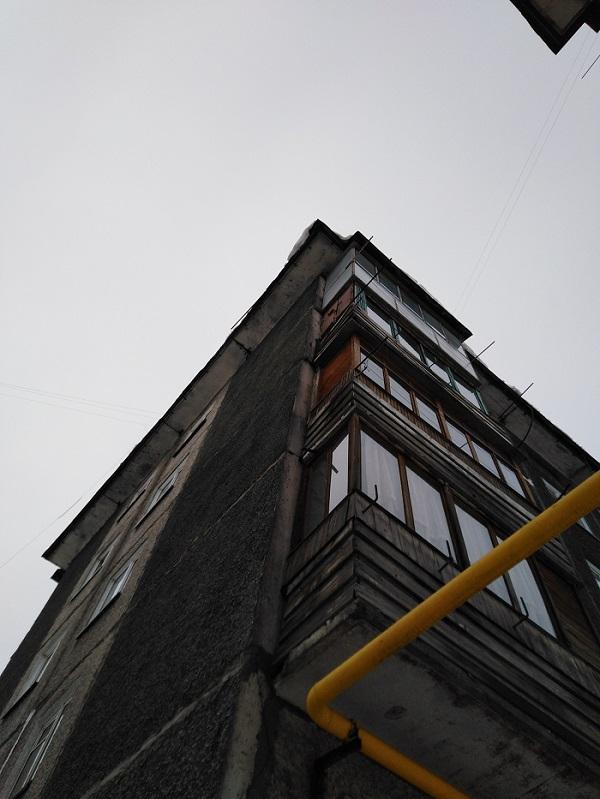 Прокуратура обязала администрацию Барнаула отремонтировать крышу прогнившей пятиэтажки