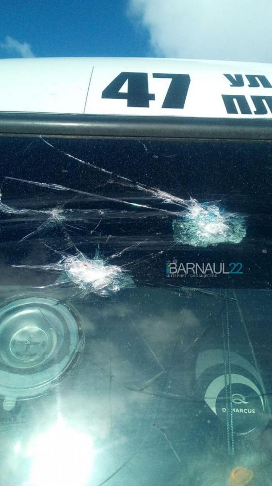 Барнаульский перевозчик подозревает конкурентов связи обстрелами пассажирских автобусов