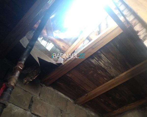 Скандальная барнаульская вновь может оказаться суде из-за пробитой крыши