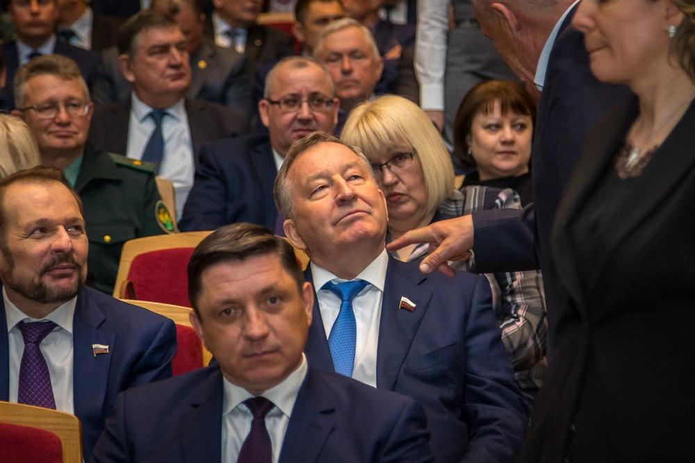 Политическая оттепель Виктор Томенко дебютировал формате губернаторского отчета