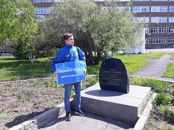 Памятник Кириллу Мефодию Барнауле после долгих споров торжественно открыли площади Баварина