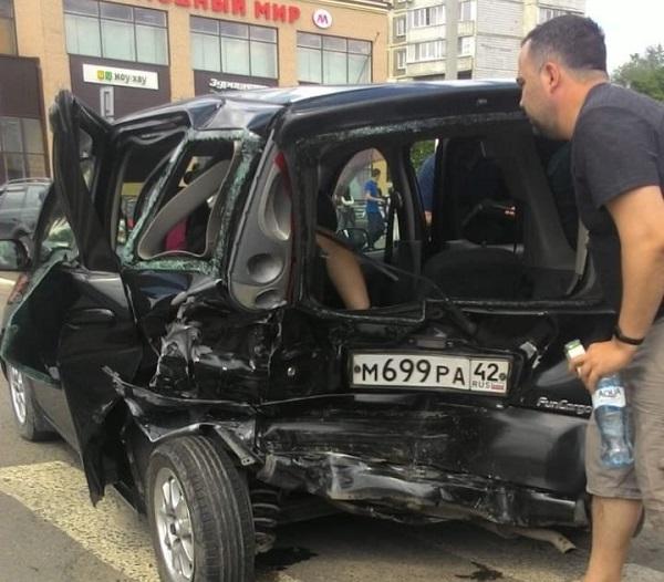 Пострадавшие серьезной аварии бийчане жестоко избили пьяного виновника ДТП