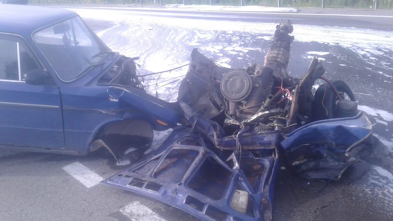 На Алтае шестерку разорвало две части после неудачного выезда автозаправки