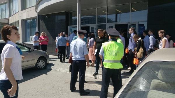 Сотрудников барнаульского филиала банка эвакуировали из-за новой угрозы взрыва