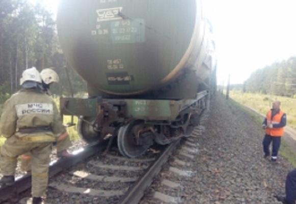 Сошедшая рельсов цистерна заблокировала движение поездов Алтайском крае