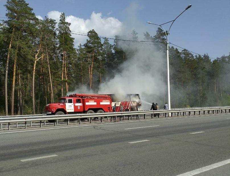 На трассе Барнаула Новосибирск дотла выгорел пассажирский автобус