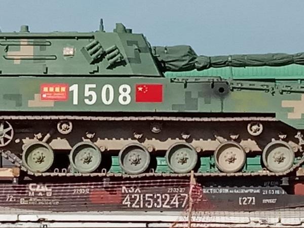 Прибывшая Алтайский край китайская военная техника навела страху местное население