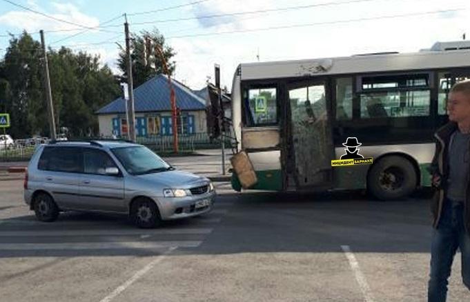 Молодая жительница Барнаула пострадала столкновении трамвая автобуса час пик