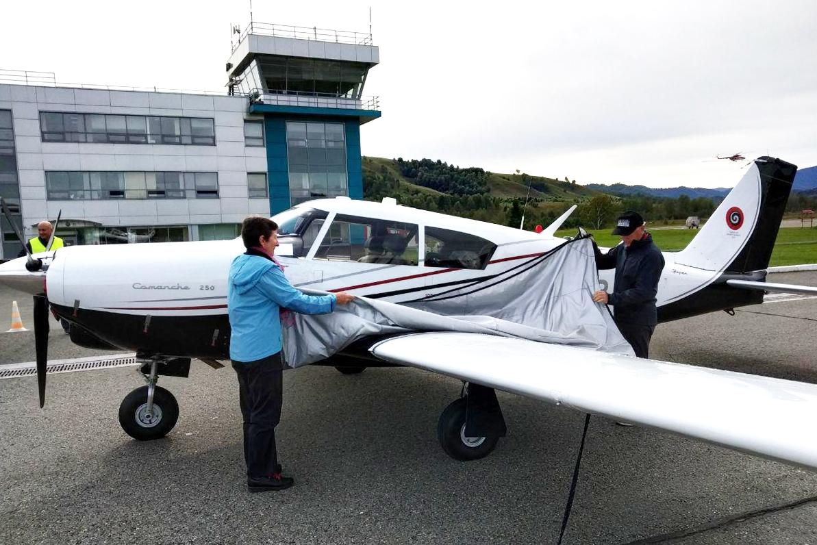Залетные пенсионеры Новой Зеландии посетили Алтай кругосветном путешествии небольшом аппарате