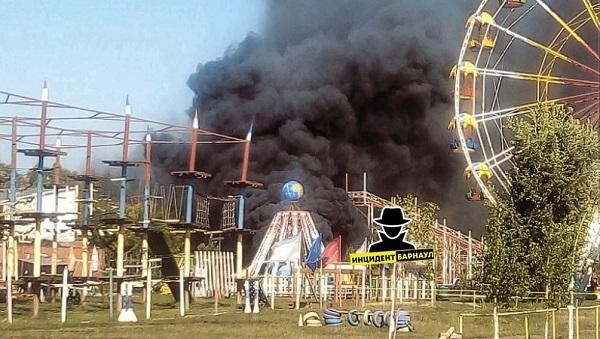 В детском развлекательном парке Барнаула разгар рабочего загорелся аттракцион