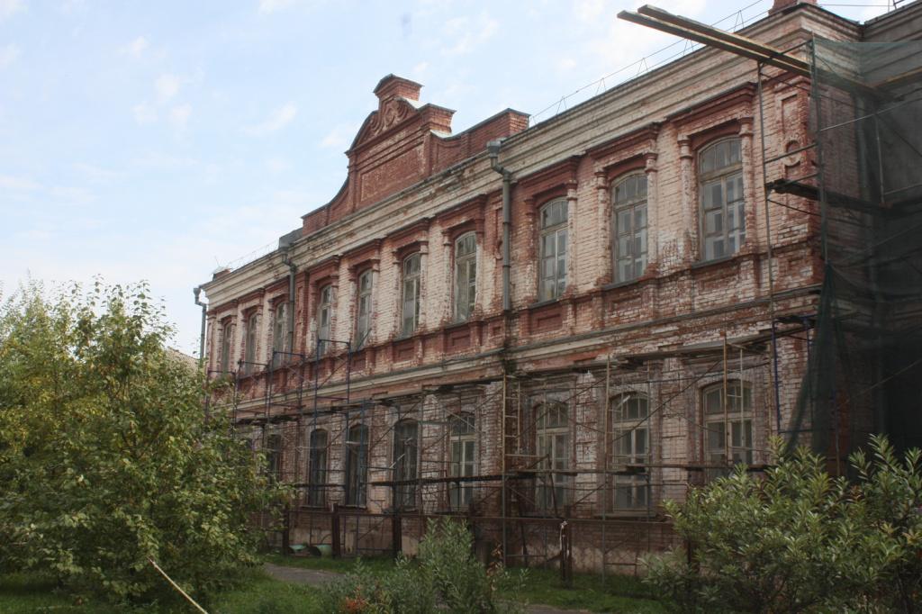 Назад будущее исторической школе Бийске столетним опозданием установят часы фасад
